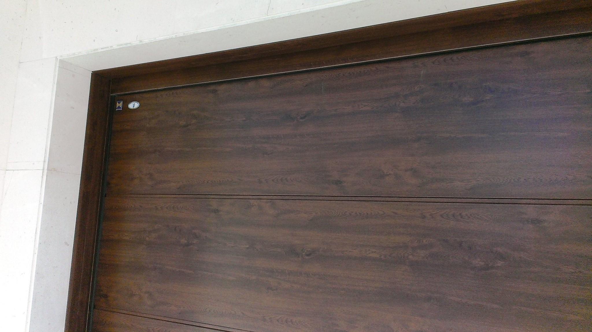 Puertas mcm puerta de garaje renovada for Precios puertas de garaje hormann